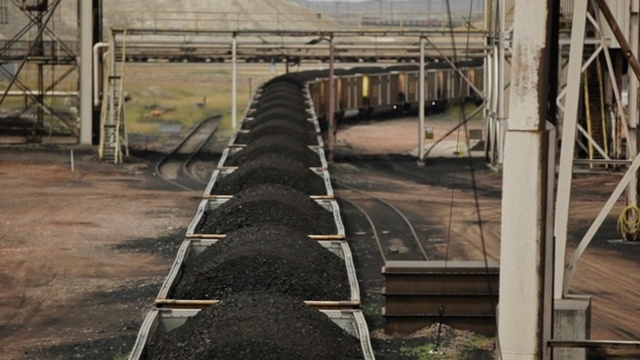 A train carries coal from the Powder River Basin.