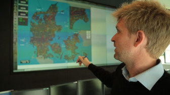 Jesper Rasmussen shows a map of power flow through Denmark.